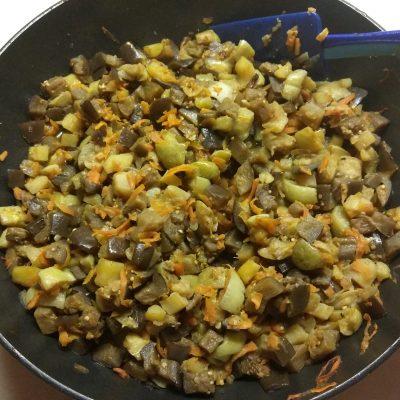 Фото рецепта - Картофельное рагу из кабачков и баклажанов с лесными грибами - шаг 6