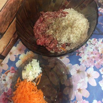 Фото рецепта - Мясные шарики с рисом в сметанном соусе - шаг 2