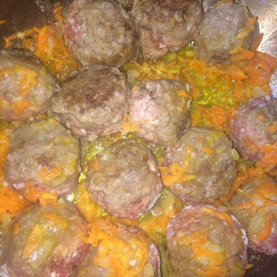 Фото рецепта - Мясные шарики с рисом в сметанном соусе - шаг 5