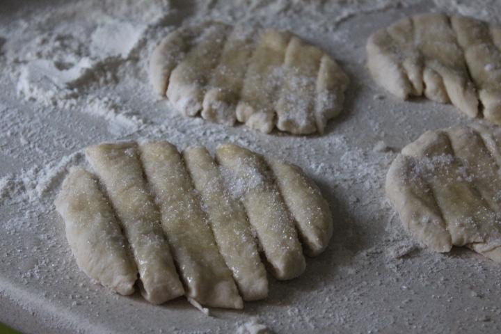 Фото рецепта - Пышные дрожжевые булочки с клюквой - шаг 2