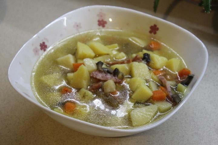 Фото рецепта - Пряный суп с кореньями и грибами - шаг 4