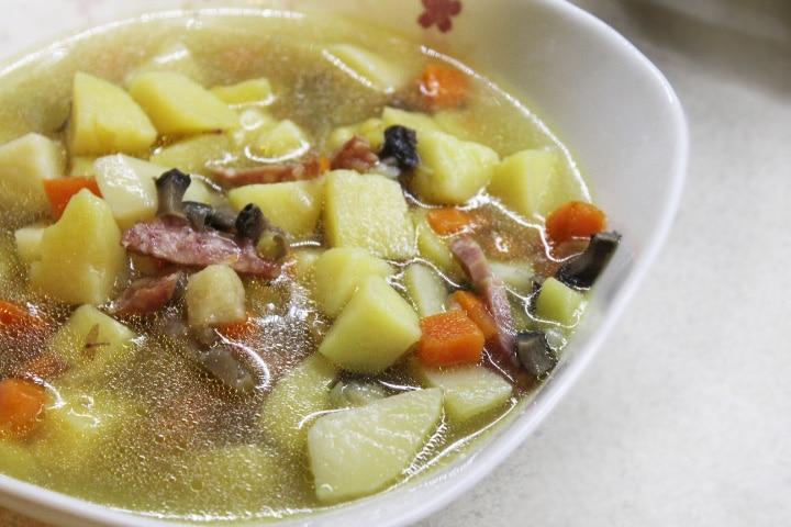 Пряный суп с кореньями и грибами