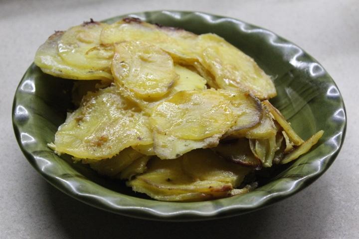 Фото рецепта - Картофельный гратен с чесночным соусом и сельдереем - шаг 9