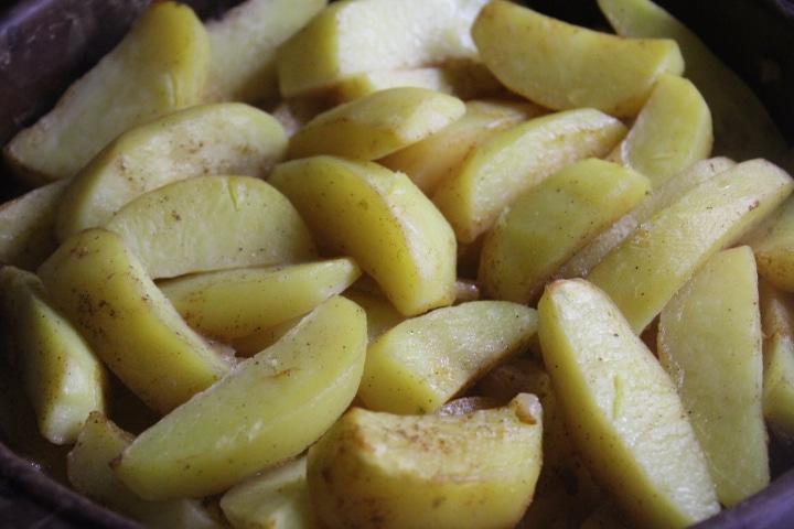 Фото рецепта - Запеченная картошка с корневым сельдереем – вкусный и нежный гарнир - шаг 6