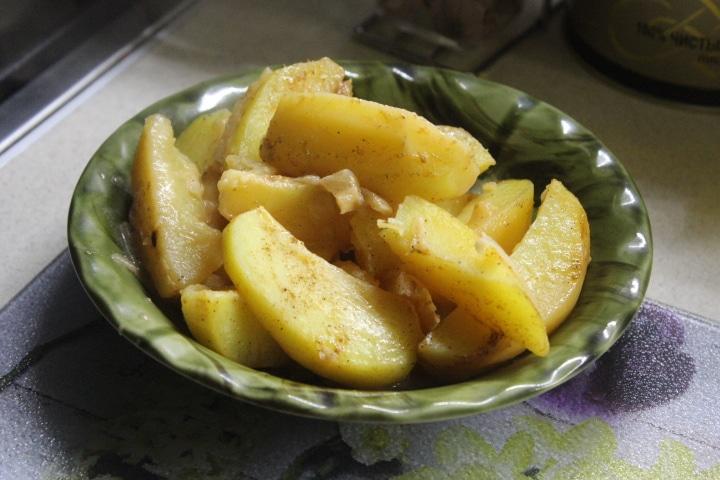Фото рецепта - Запеченная картошка с корневым сельдереем – вкусный и нежный гарнир - шаг 7