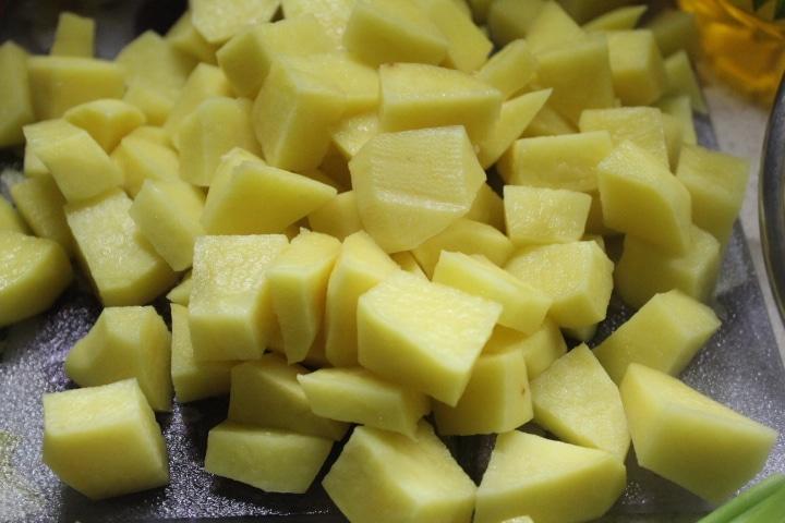 Фото рецепта - Пикантный суп с морепродуктами и макаронами - шаг 3