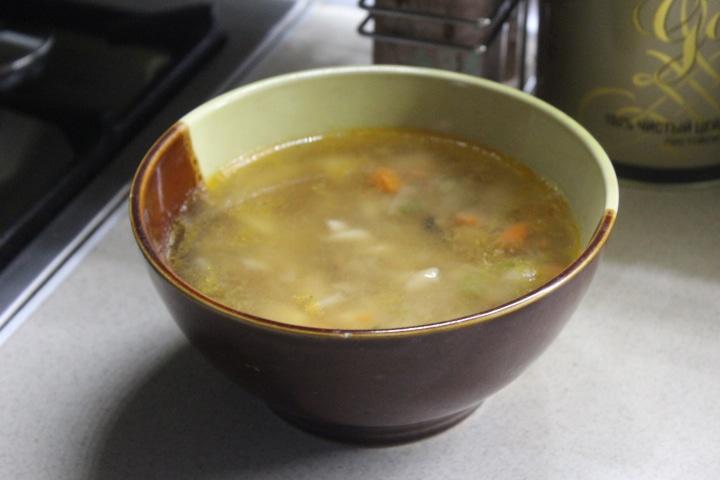 Фото рецепта - Пикантный суп с морепродуктами и макаронами - шаг 7