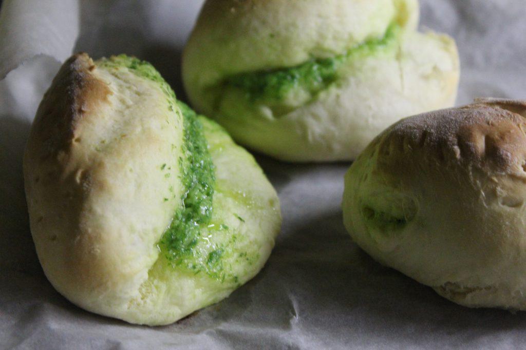 Фото рецепта - Луковые дрожжевые булочки с сыром - шаг 11