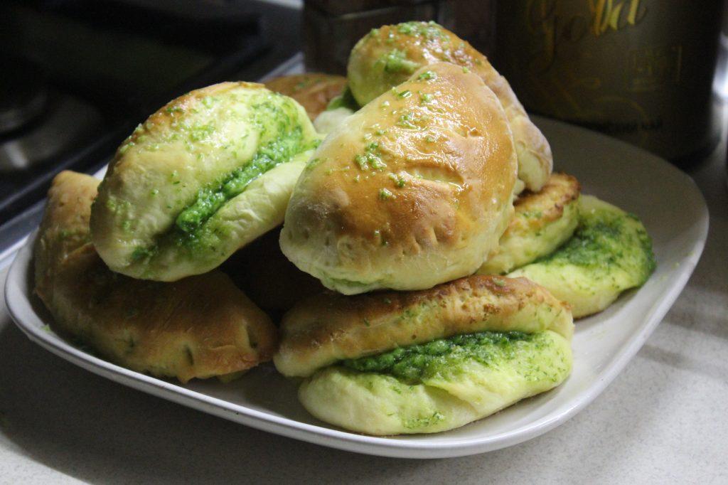 Фото рецепта - Луковые дрожжевые булочки с сыром - шаг 12