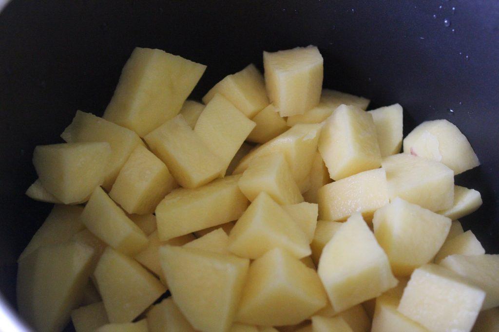 Фото рецепта - Постный суп с молодым горошком на сливочном масле - шаг 1
