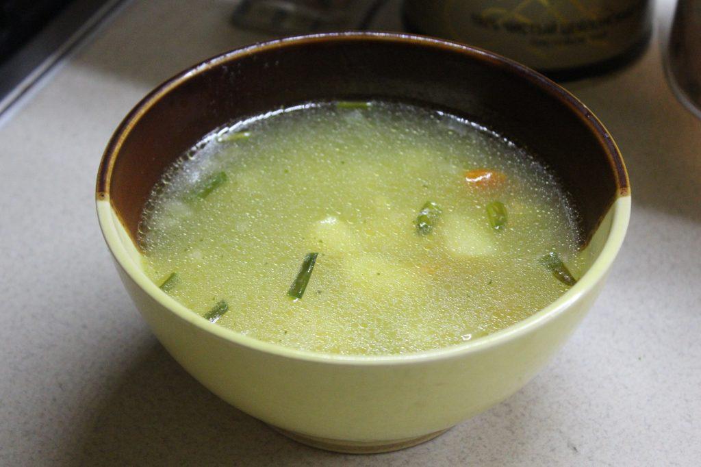 Фото рецепта - Постный суп с молодым горошком на сливочном масле - шаг 6
