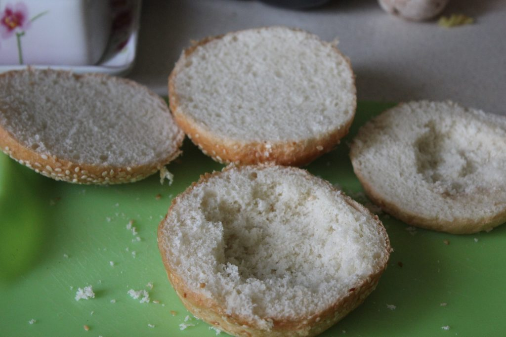 Фото рецепта - Жульен в булочках к завтраку (грибы-курица-сыр) - шаг 4