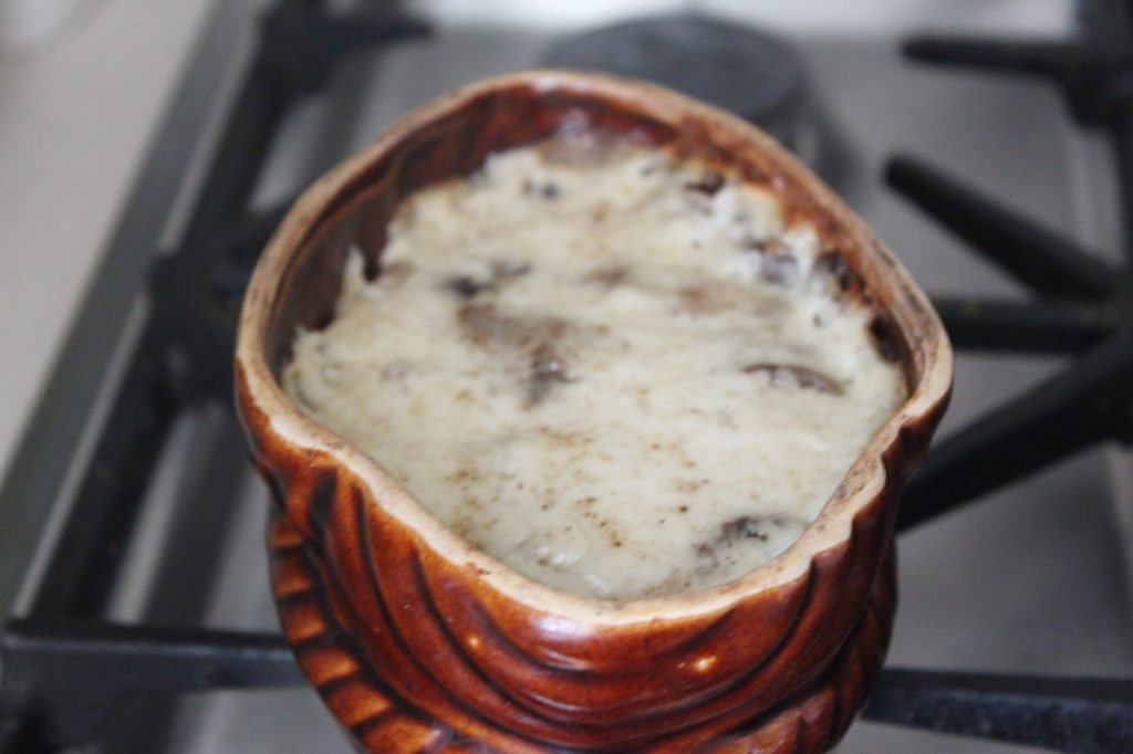 Фото рецепта - Грибной французский жульен с курицей и соусом бешамель - шаг 10