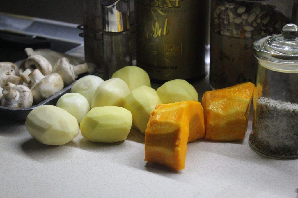 Фото рецепта - Запеканка из картофеля и тыквы с вешенками и шампиньонами - шаг 1