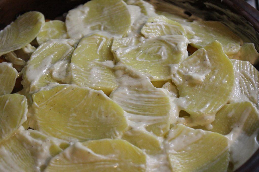 Фото рецепта - Запеканка из картофеля и тыквы с вешенками и шампиньонами - шаг 8