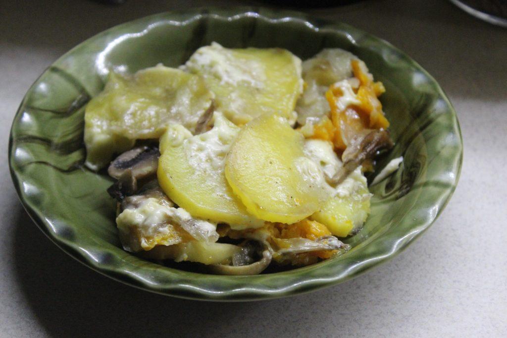 Фото рецепта - Запеканка из картофеля и тыквы с вешенками и шампиньонами - шаг 10