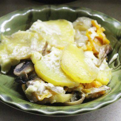 Запеканка из картофеля и тыквы с вешенками и шампиньонами - рецепт с фото
