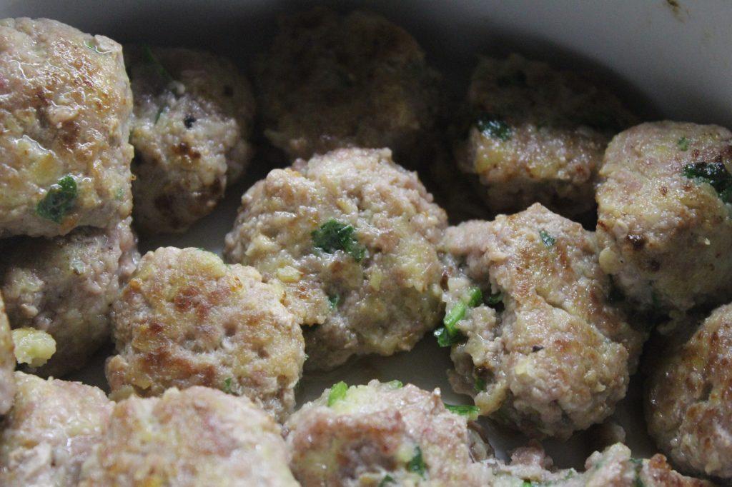 Фото рецепта - Фрикадельки в сметанном соусе с грибами - шаг 3