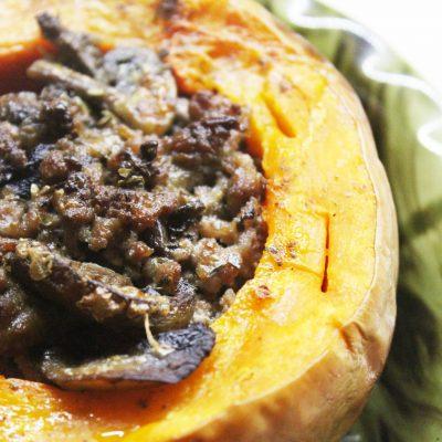 Печеная тыква, фаршированная говядиной и грибами в сметане - рецепт с фото