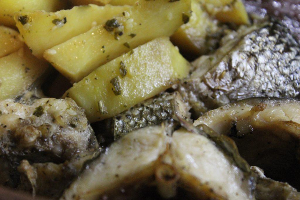 Фото рецепта - Запеченная кефаль в соевом соусе с картофелем - шаг 9