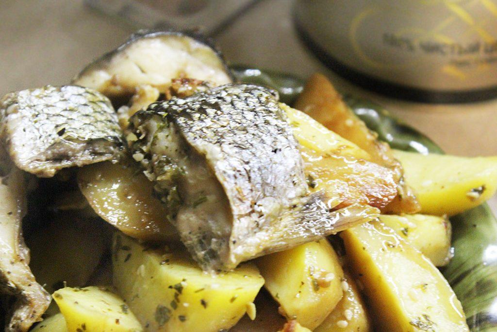 Фото рецепта - Запеченная кефаль в соевом соусе с картофелем - шаг 10