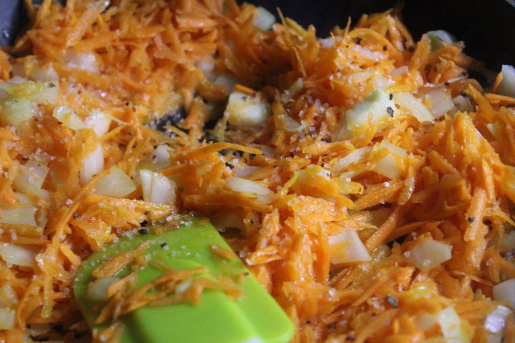 Фото рецепта - Дрожжевые слойки с грибами и перепелиными яйцами - шаг 3