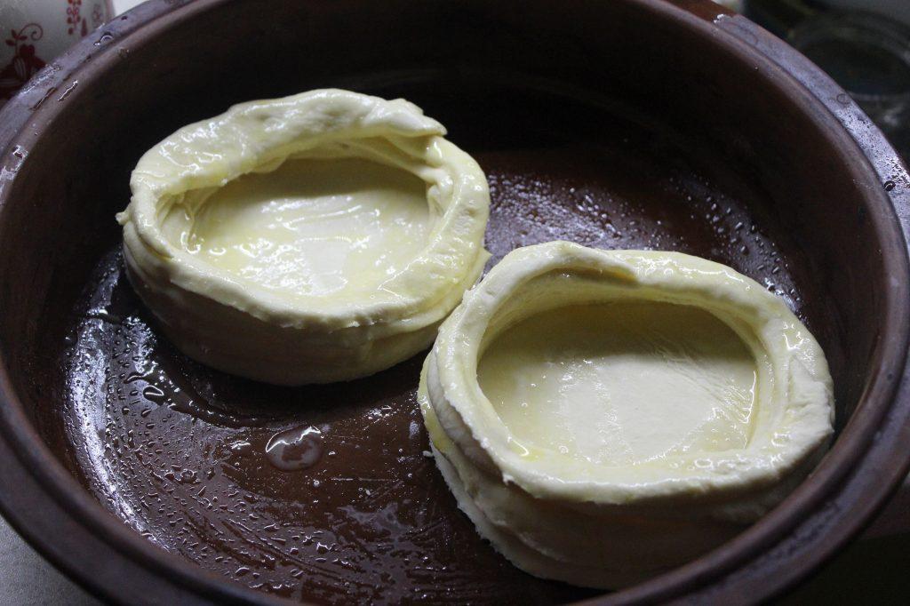Фото рецепта - Дрожжевые слойки с грибами и перепелиными яйцами - шаг 6