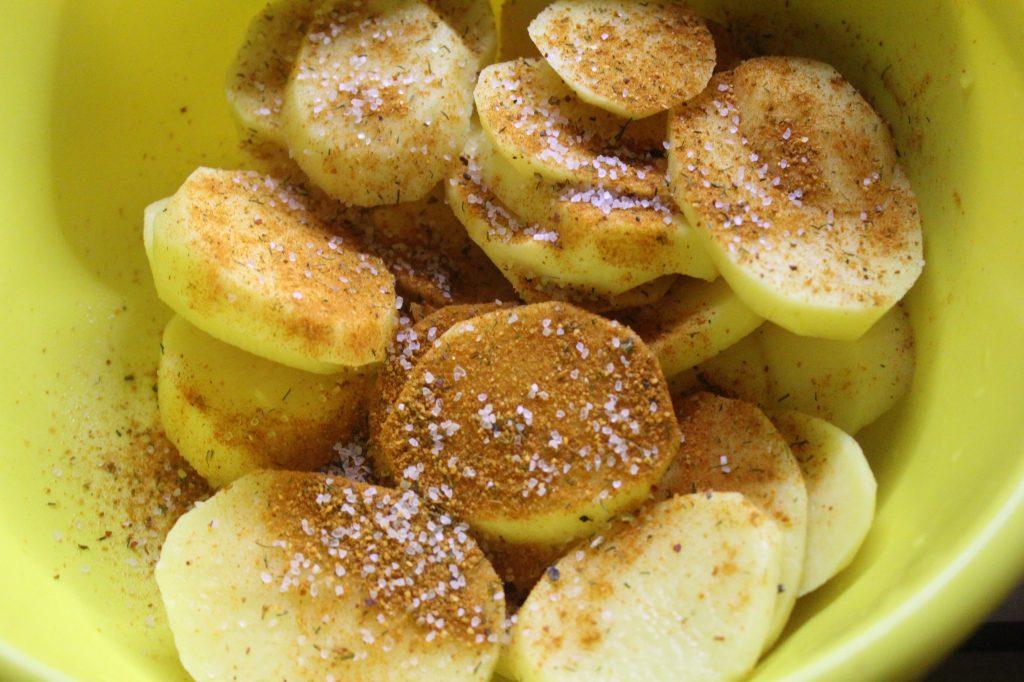 Фото рецепта - Свинина, запеченная в соевом соусе с грибами и картошкой - шаг 7