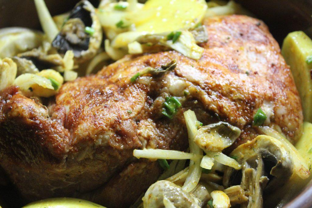 Фото рецепта - Свинина, запеченная в соевом соусе с грибами и картошкой - шаг 10