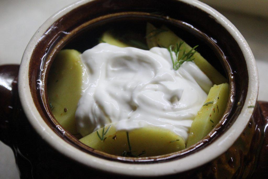 Фото рецепта - Картофель в сметане с зеленью, запеченный в горошках - шаг 4