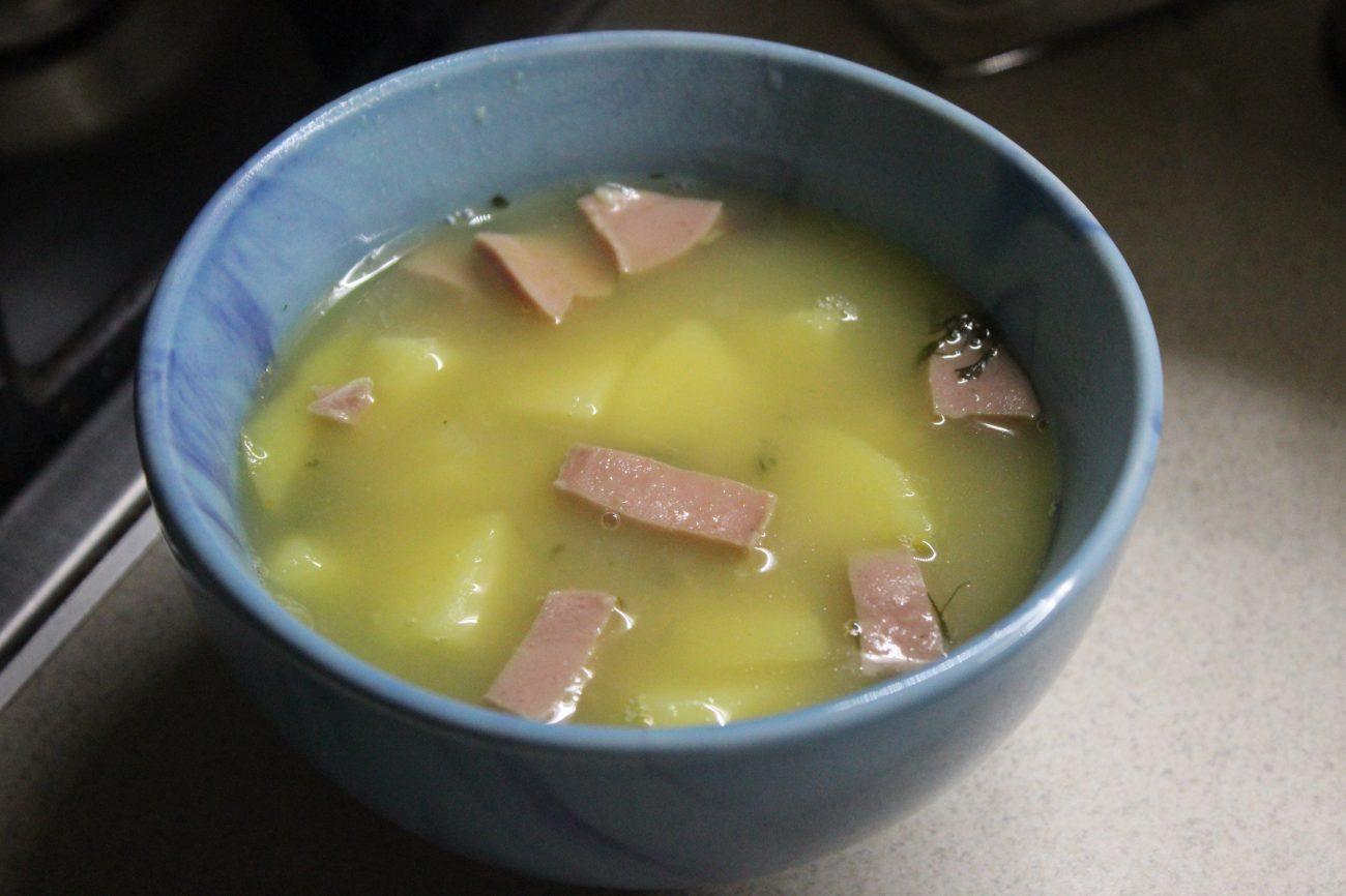 Картофельный суп с овсянкой и вареной колбасой