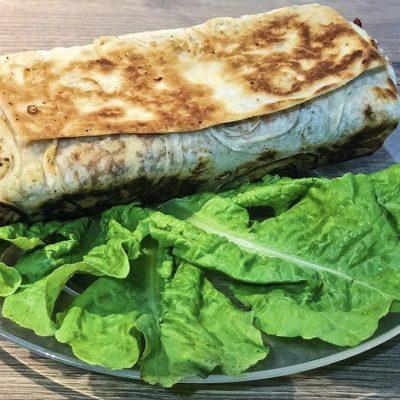 Шаурма с курицей и овощами - рецепт с фото