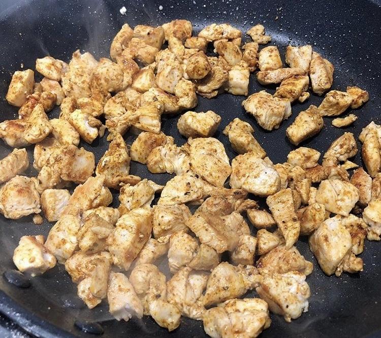 Фото рецепта - Шаурма с курицей и овощами - шаг 1