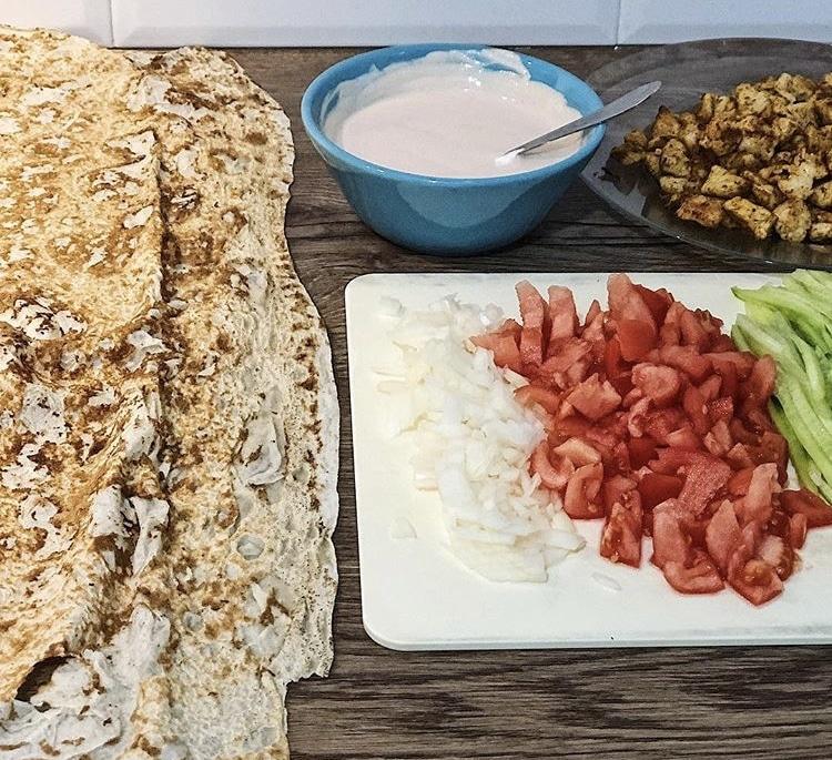 Фото рецепта - Шаурма с курицей и овощами - шаг 2