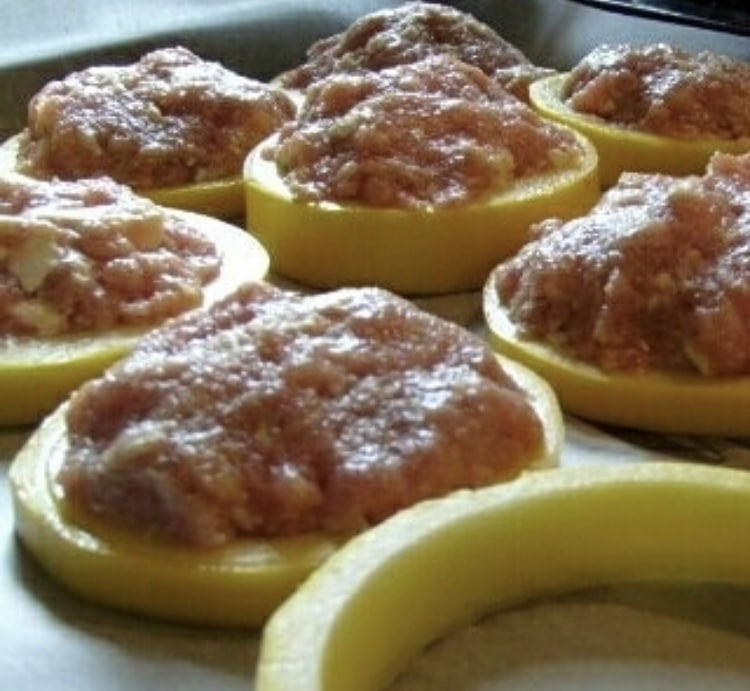 Фото рецепта - Кабачки запеченные в духовке с фаршем - шаг 2