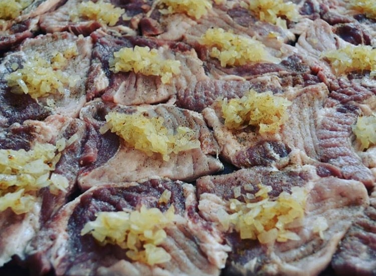 Фото рецепта - Сочные свиные отбивные с ананасами по-гавайски - шаг 1
