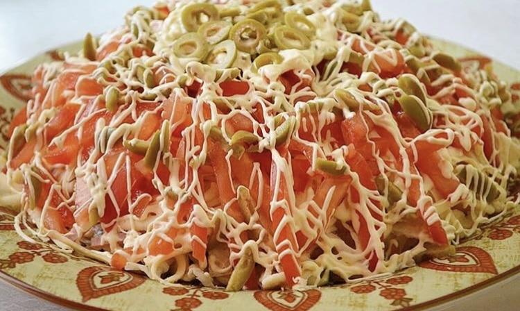"""Фото рецепта - Праздничный салат """"Веселая маркиза"""" с ветчиной и овощами - шаг 5"""