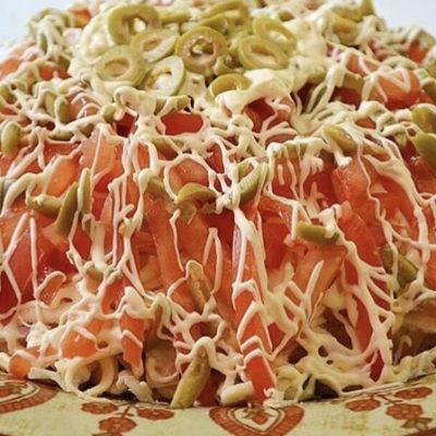 """Праздничный салат """"Веселая маркиза"""" с ветчиной и овощами - рецепт с фото"""
