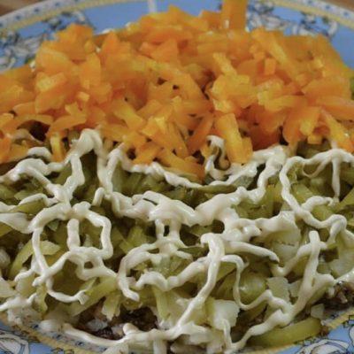 "Фото рецепта - Слоеный салат ""Шпротинка"" - шаг 3"
