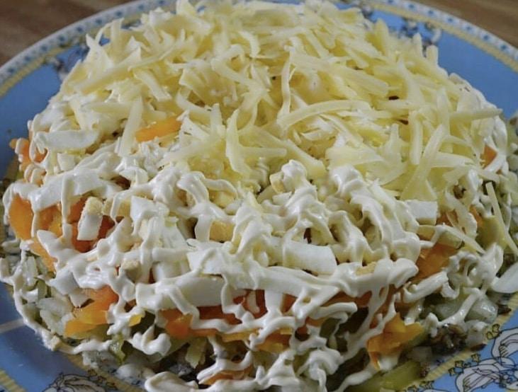 "Фото рецепта - Слоеный салат ""Шпротинка"" - шаг 4"