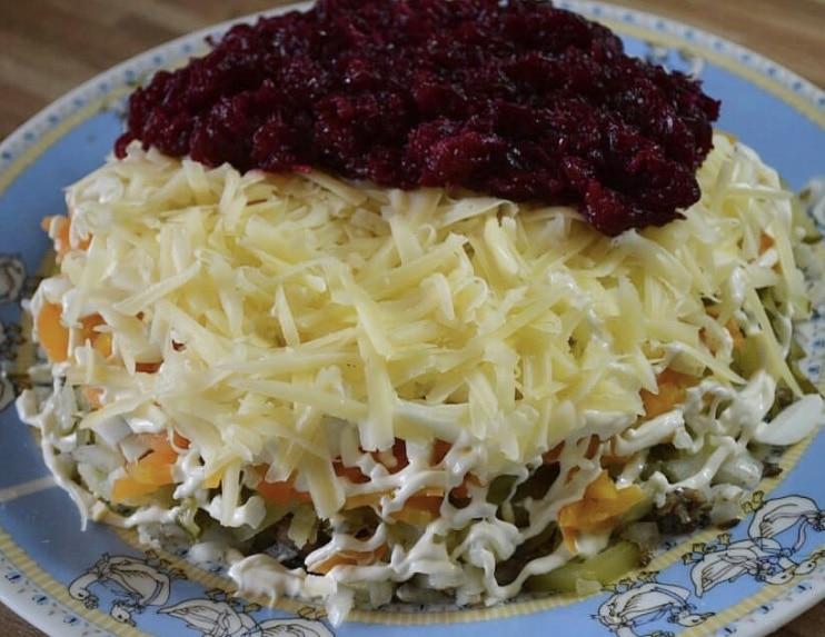 "Фото рецепта - Слоеный салат ""Шпротинка"" - шаг 5"