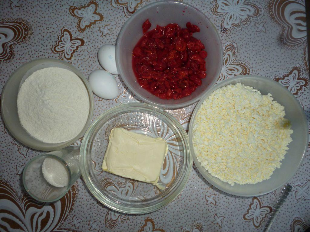 Фото рецепта - Королевская ватрушка с вишневой начинкой - шаг 1