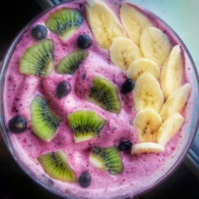 """Молочный смузи-боул """"Лесные ягоды"""" - рецепт с фото"""