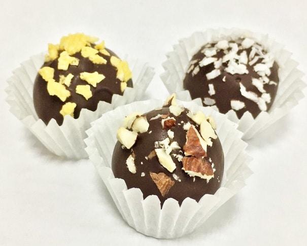 Конфеты из орехов и сухофруктов в горьком шоколаде