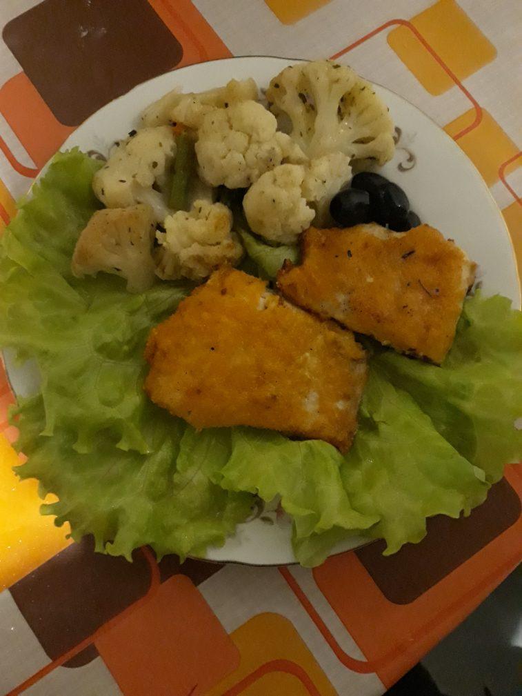 Фото рецепта - Жаренная рыбка в панировке с овощами - шаг 5