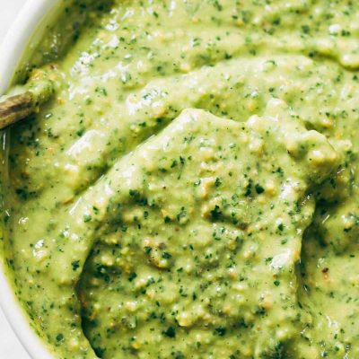 Чесночный соус из авокадо и орехов - рецепт с фото