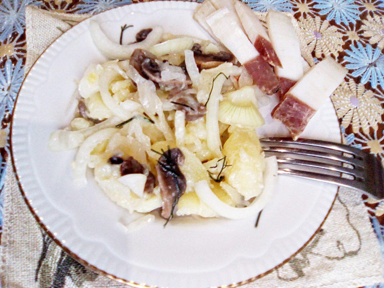 """Картофельный """"Минский"""" салат с грибами и квашеной капустой"""