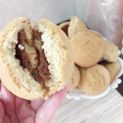 """Фото рецепта - Печенье с начинкой """"Двойная сгущенка"""" - шаг 11"""