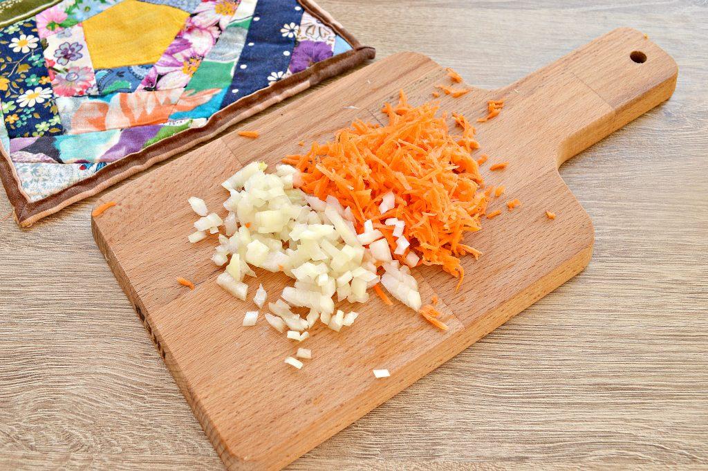 Фото рецепта - Картофельные драники с морковью, луком, зеленью - шаг 1