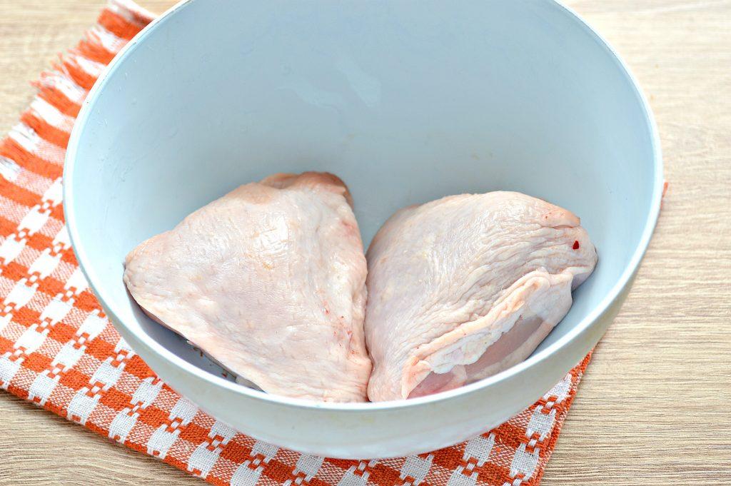 Фото рецепта - Куриные бедра в духовке в майонезно-томатном маринаде - шаг 1